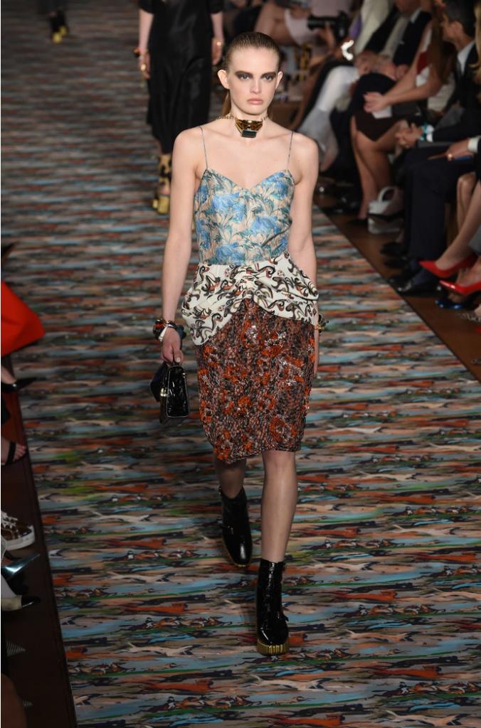 Диор новая коллекция купить платья от dior в интернет магазине москва